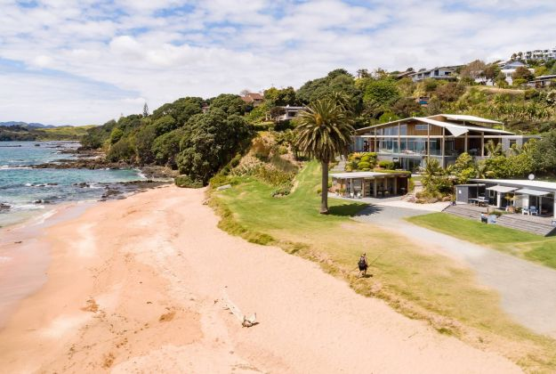 Special deals when you stay at Golden Sand near the Coopers Beach