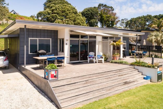 Two only Beachfront 2 bedroom accommodation